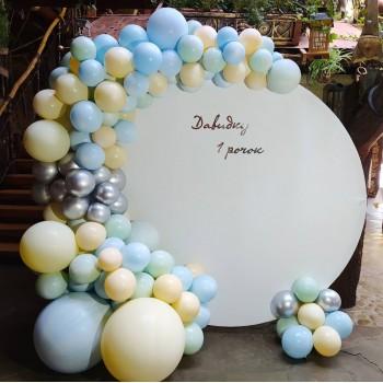 Кругла фотозона на день народження хлопчика